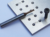 高硬度材にタップ加工可能